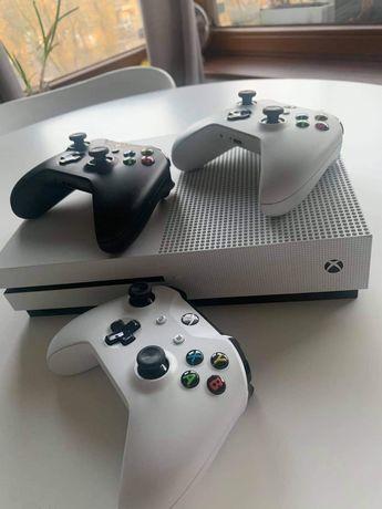 Xbox One S 500 GB + 3 pady