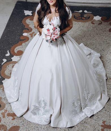 Шикарное пышное роскошное свадебное платье