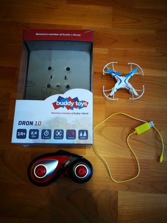 Dron z nowymi bateriami i osprzętem