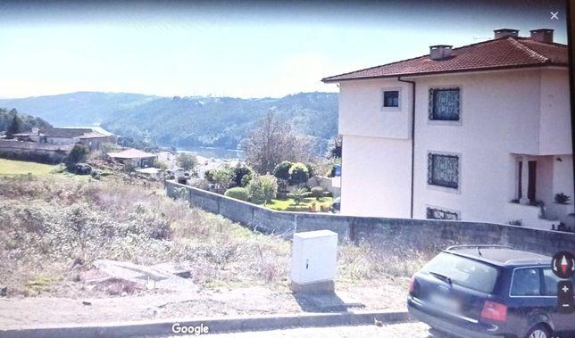 Lote de terreno em urbanização vista rio Douro