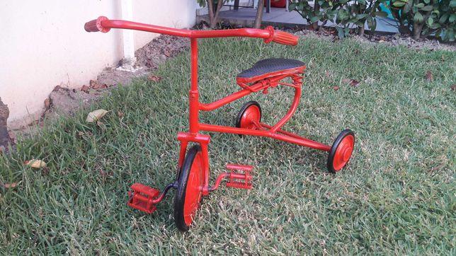 Triciclo antigo década 60