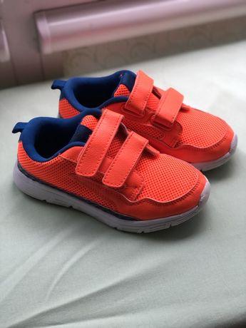 Дитячи кросівки