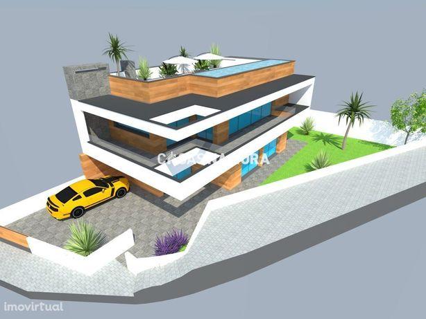 Terreno com projeto para moradia V3 com piscina e vista rio em Ferr...
