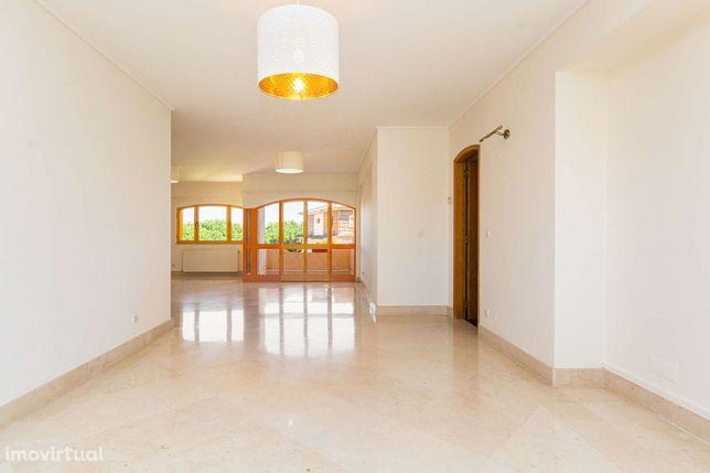 Apartamento T3 em condomínio com jardim e piscina, Cascais