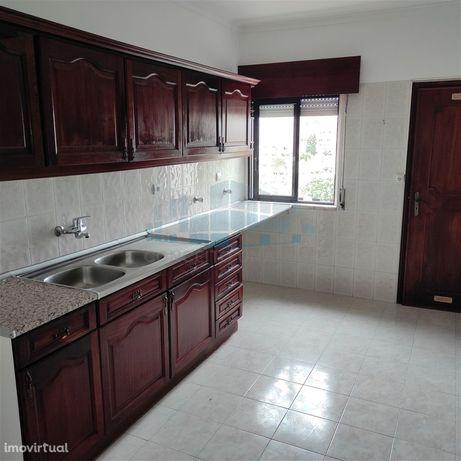Rio de Mouro / Serra das minas  Apartamento T2 com Arrecadação