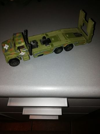 model samochodu transport-plateau majorette
