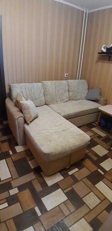 Угловой диван , в хорошем состоянии