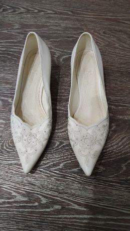 Отдам женские туфли 38р
