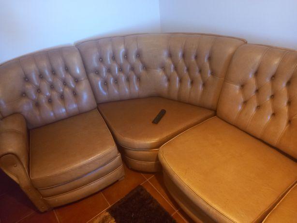 Sofa de conta em couro