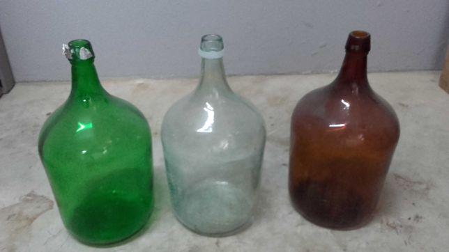Vendo garrafões em vidro transparente branco apenas, não negociavel.