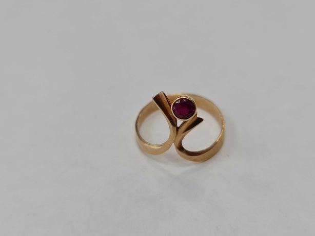 Klasyczny złoty pierścionek damski/ 585/ 1.59 gram/ R14