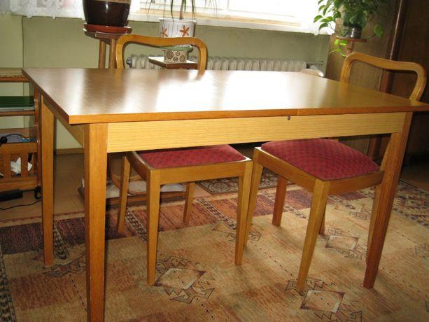 Stół rozkładany i sześć krzeseł