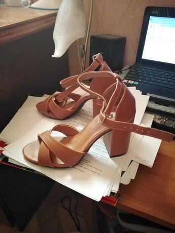 Sandały na obcasie Bonprix brązowe rozmiar 36 NOWE