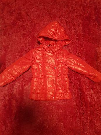 Курточка на дівчинку осіння