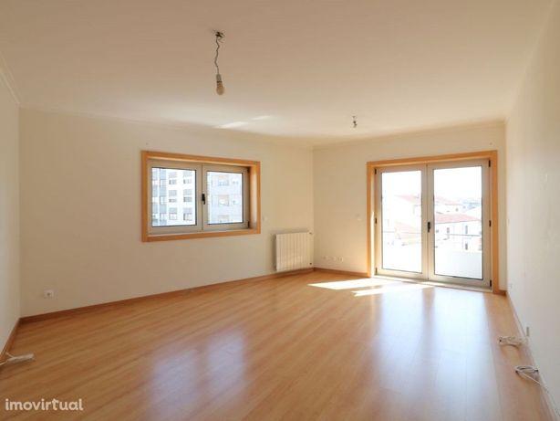 Apartamento T3 com excelente exposição solar