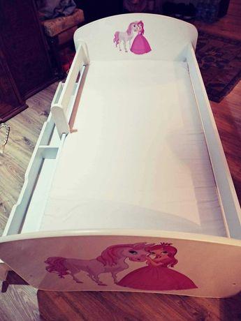Łóżko dla dziewczynki z konikiem i księżniczką