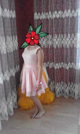 Сукня в ідеальному стані виробник турція розмір 36.Плаття. на підлітка