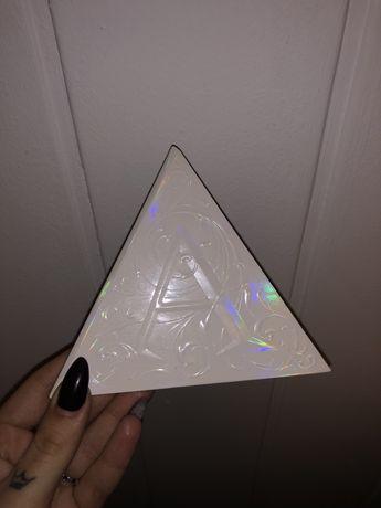 Paletka holograficznych rozświetlaczy Kat von D