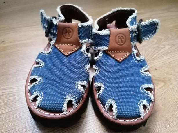 Sandálias em pele 28