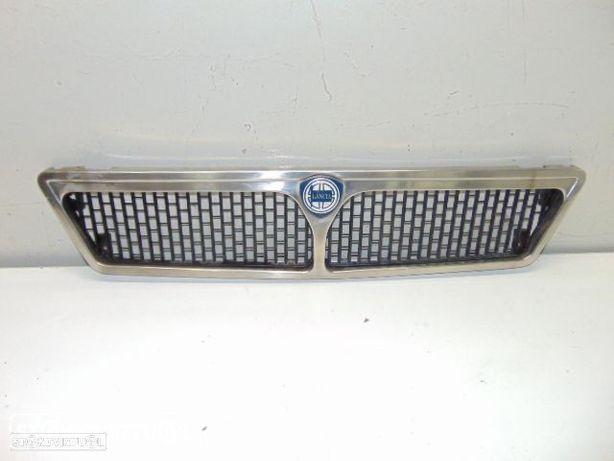Lancia Beta de 1975 a 1984 - grelha central