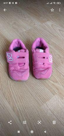 Кроссовки для девочки New Balance.