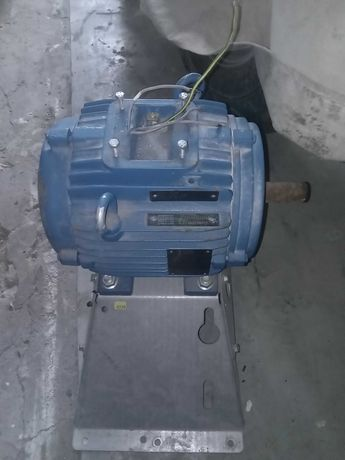 Silnik siłowy WEG stan bdb 4,6 kw
