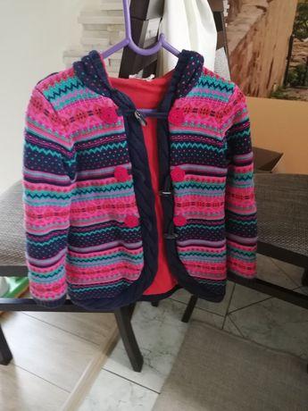 Sweterek dziewczęcy ciepły.