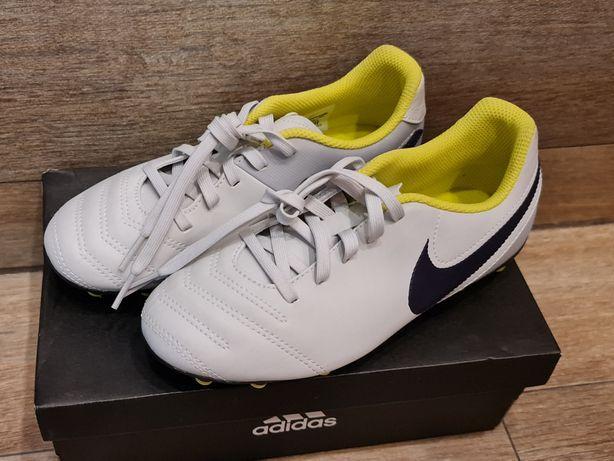Nowe korki piłkarskie Nike Tiempo roz. 35
