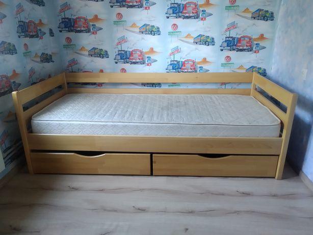 Детская кровать из массива бука с выдвижными ящиками и матрасом