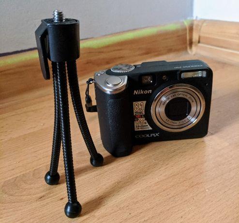 NIKON Coolpix P50 + futerał + mini statyw