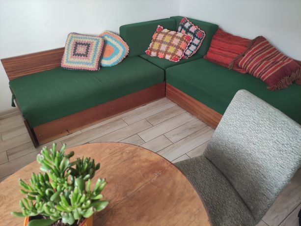 Narożnik rogówka łóżko sofa poduszki kolorowe vintage retro PRL zieleń