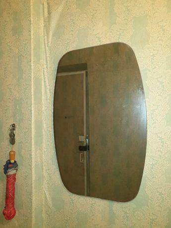 Зеркало на стену в отличном состоянии