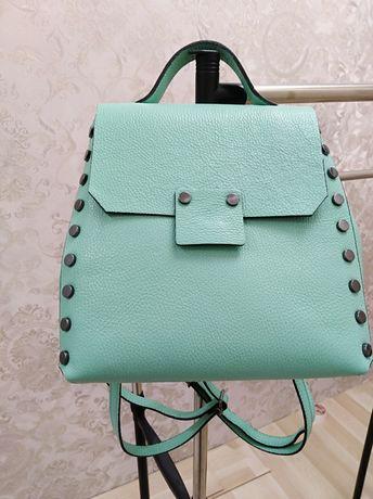 Продаю новую сумочкк-рюкзак.