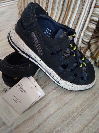 Летние фирменные кроссовки Mothercare, сандали 25.5размер