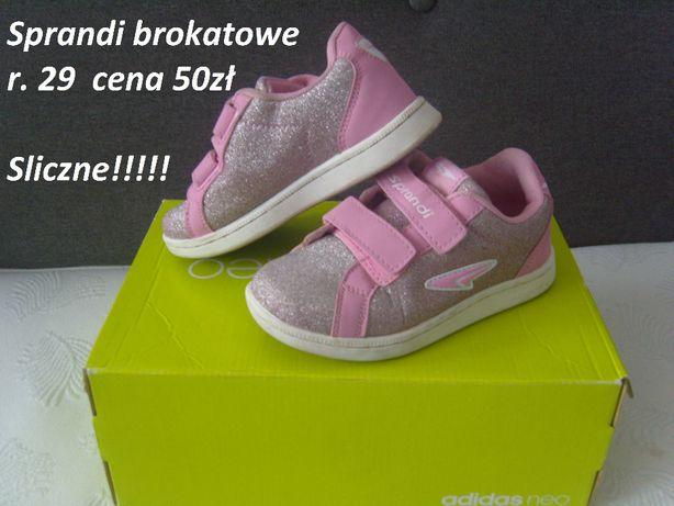 Zadbane buciki dla dziewczynki