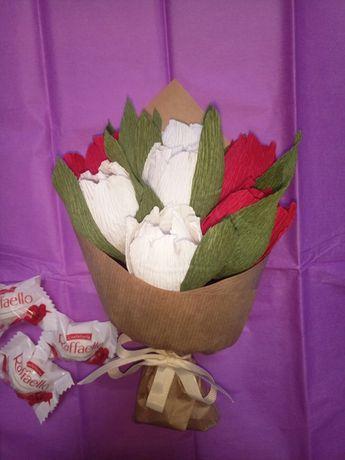 букет из конфет Рафаелло. тюльпаны 7 штук