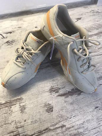 Нові шкіряні кросівки Reebok