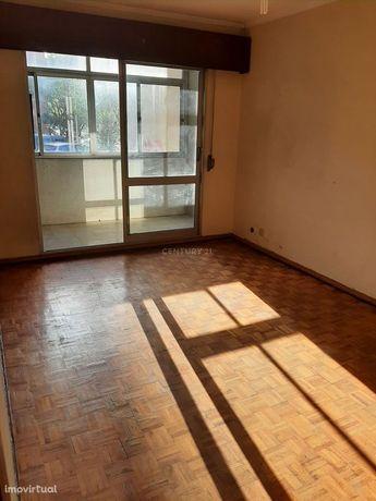 Apartamento  T2 Alfornelos - Amadora