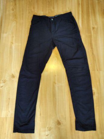 Spodnie chłopięce granatowe cienkie 164 pas do regulacji