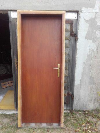 Solidne drzwi drwniane ORZECH
