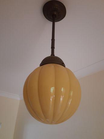 Stara wisząca lampa. Antyk