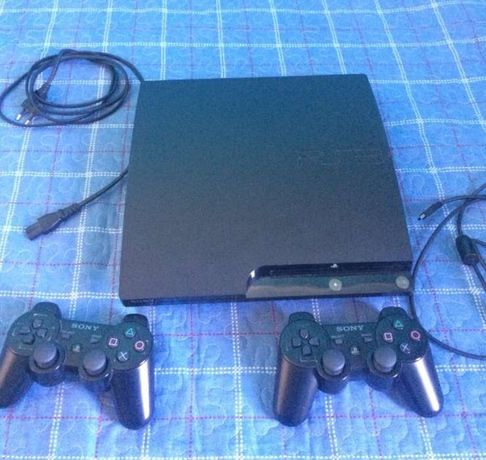 PlayStation 3 Slim 250 GB + 2 comandos