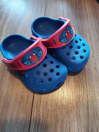 Crocs Spider-Man idealne klapki sandały