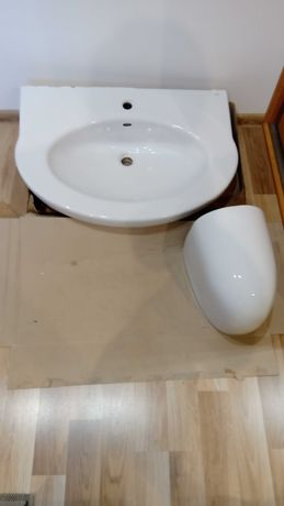 Umywalka Roca 80cm z nogą w komplecie, bardzo efektowna!!!