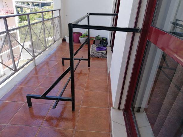 Barra de elevações + suporte para sacos de boxe