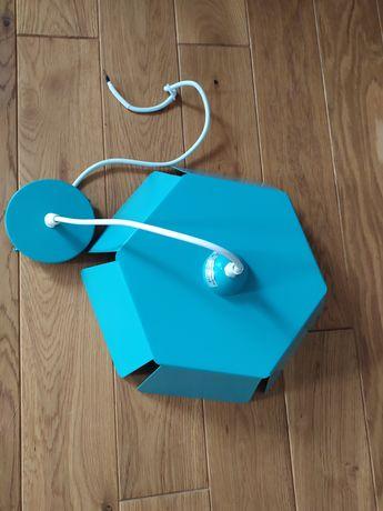 Lampa wisząca niebieska metalowa, polecana do pokoju dziecięcego