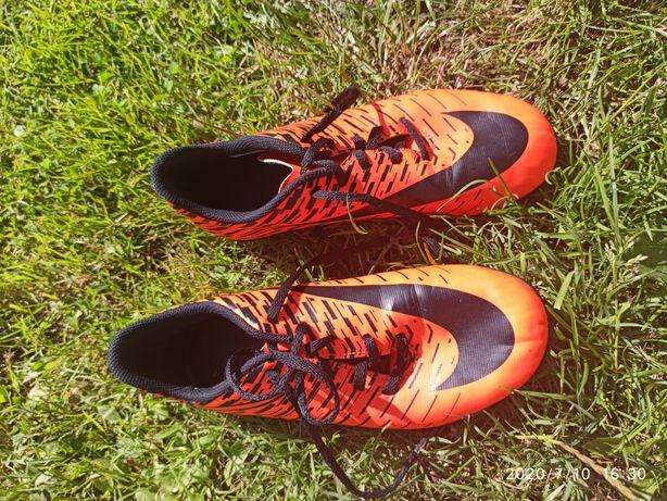 Бутси Nike нові