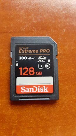Карта памяти SANDISK 128GB SDXC 300mb/s новая стоит 6500грн.