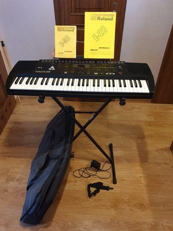 Organy Roland E28 + stojak + pokrowiec + nuty