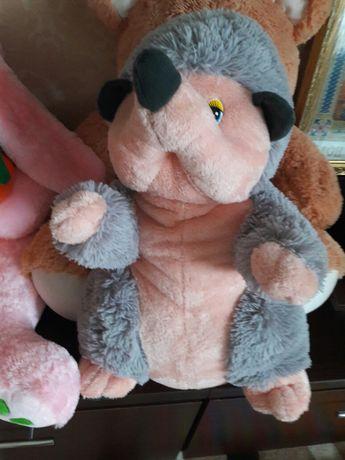 Мягкие игрушки, медведь музыкальный, ёжик, собака, корова-подушка,